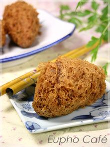 deep fried wu gok (taro dumpling).....crispy and fluffy on the inside and soft mashed taro with pork on the inside