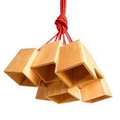 Модель: Н9 Цена: 4500 грн Связка деревянных абажуров, в сочетании с кабелем в текстильной обмотке, делает этот светильник идеальным решением для размещения над столом. Достаточное количество источников света решат проблему освещения во время ужина или игры в монополию. Материал: дерево (ольха) Покрытие: Масло Watco Danish Oil (USA)