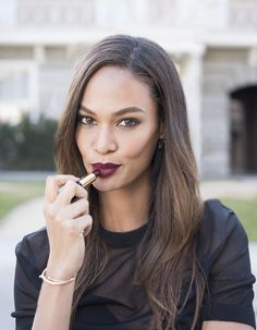 Puerto Rican model Joan Smalls, has created a range of 12 lipstick shades for Estée Lauder, which she models in a campaign for the beauty brand, showcasing her favorite shade, 'Commanding'. Joan Smalls, Fashion Tv, Fashion News, Beauty Makeup, Hair Makeup, Hair Beauty, Beauty Bar, Cheek Makeup, Purple Lipstick