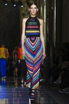 Balmain apresenta Resort 2017 com desfile estrelado em Paris - Vogue | Desfiles