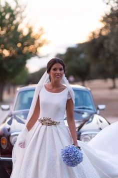 Coup de coeur pour cette magnifique robe de mariée traditionnelle, coupe princesse. Le top de l'élégance !