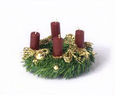 Charming Miniature Advent Wreath for your Dollhouse by DinkyWorld on Etsy