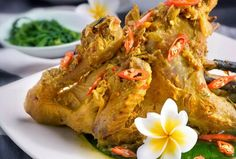 you have to have a bath before enjoying this meal. One of Balinese culinary heritage is Ayam Be Tutu. This meal is so popular even for non-Balinese. And Gilimanuk in Jembrana regency, is the 'nest' of this yummy food. Finger Snacks, Dessert Sushi, Indonesian Cuisine, Indonesian Recipes, Asian Recipes, Ethnic Recipes, Fish Recipes, Balinese, Street Food