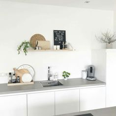 Family Kitchen, New Kitchen, Kitchen Dining, Apartment Kitchen, Kitchen Interior, Home Interior Design, Minimal Kitchen, Piece A Vivre, Küchen Design