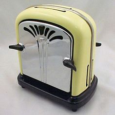 Yellow toaster, perfect look for a retro kitchen!