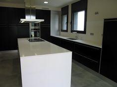 Diseño de cocina de Punt de Vista (Terrassa) con campana extractora PANDO I-480