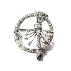 An 18ct White gold Brooch set with round brilliant and baguette diamonds c.1930. Diamond weigh approx. 2cts
