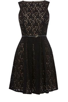 This all over lace dress has a contrasting under layer and an accompanying belt. Sleeveless in style, this piece has cut out detailing to the back.