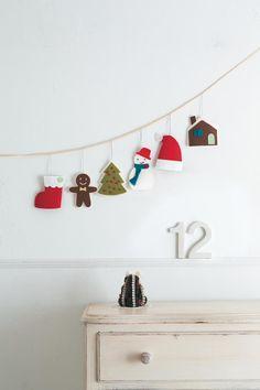 フェルトのガーランドとモコモコした毛糸のポンポンを重ねた小さなクリスマスツリー/1時間でできるクリスマス雑貨(はんど&はあと12月号)