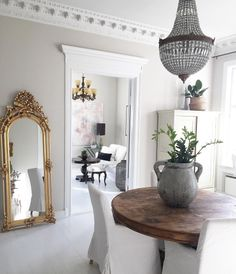 A place to express my love for interior and exterior design. Home Interior, Interior Architecture, Interior And Exterior, Scandinavian Apartment, Parisian Apartment, Home Living, Living Room, Flur Design, Deco Retro