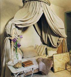 Ciel de lit with linen & velvet