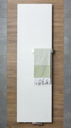 Verwarming Nordic Line Net als het meubel en de tegels is de Vasco designradiator uitgevoerd in een prachtige matte uitvoering. De handdoekdrager maakt de designradiator compleet. En dat is erg praktisch voor u: altijd een handdoek bij de hand na het douchen!