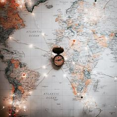 Mapa mundi wallpaper for iphone Aesthetic Iphone Wallpaper, Aesthetic Wallpapers, Cute Wallpapers, Wallpaper Backgrounds, Travel Wallpaper, Travel Maps, Travel Packing, Travel Aesthetic, Adventure Is Out There