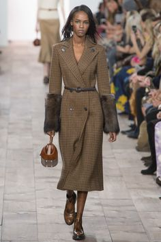Michael Kors Collection - Fall 2015 Ready-to-Wear - Look 20 of 57?url=http://www.style.com/slideshows/fashion-shows/fall-2015-ready-to-wear/michael-kors/collection/20