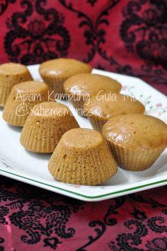 Apam Kampung Gula Merah by . Steamed Sponge Cake Recipe, Steamed Rice Cake, Sponge Cake Recipes, Rice Cakes, Cookie Recipes, Dessert Recipes, Malaysian Dessert, Malaysian Food, Nyonya Food