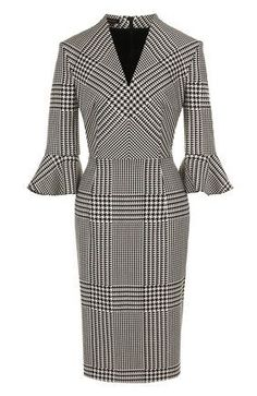 The fitted dress with a V-neck in the . Dressy Dresses, Simple Dresses, Elegant Dresses, Dress Outfits, Modest Fashion, Boho Fashion, Fashion Outfits, Fashion Tips, Winter Fashion
