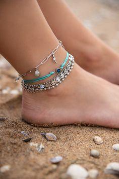 iXXXi Jewelry ist ein hochwertig, trendiges Wechselring-Schmucksystem aus Edelstahl. Es besteht aus einem Basisring mit Zierringen, Armbändern, Fussketten, Halsketten, Ohrringen und Sonnenbrillen, die in vielen Farben zusammengesetzt und kombiniert werden können. Da es eine Männer und eine Frauen-Kollektion gibt, ist es ein perfektes Geschenk, das jederzeit durch einen Zierring erweitert und verändert werden kann. Ankle Straps, Anklets, Summer Looks, Elegant, Bracelets, Rings, Color, Outfits, Shopping