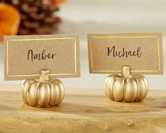 Made from gold finished resin, these fall place card holders come with matching Kraft and gold foil place cards, creating the ultimate matching package to sit on your tables.
