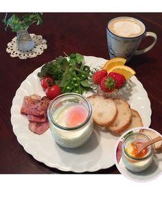 L.Aのエッグスラットは瓶入りのマッシュポテト+温玉とパンがワンプレートで提供されます。自宅でL.A風のエッグスラットを楽しみたい時はこんな風にワンプレートでどうぞ♡