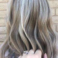5 Helpful Tips To Easily Transition To Grey Hair Making Midlife Matter Grey Brown Hair, Grey Blonde Hair, Black Hair, Grey Hair Streak, Color Your Hair, Cool Hair Color, Hair Colors, Grey Hair Before And After, Pastel Purple Hair