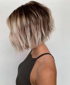 We& compiled here some of the best styles of bob haircuts with balayage hair colors to show off in year Must use to wear this latest style of bob cut just to get unique and cute look. Short Hairstyles For Thick Hair, Short Hair Cuts, Curly Hair Styles, Short Balayage, Hair Color Balayage, Bob Haircuts For Women, Hairstyles Haircuts, Popular Haircuts, Hair Inspo