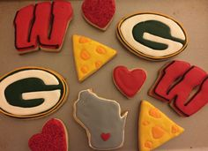 Wisconsin Love Royal Icing Sugar Cookies by @cookiesbykatewi #packers #badgers…