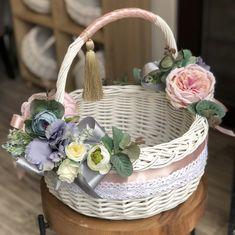 Baby Baskets, Easter Baskets, Felt Flowers, Paper Flowers, Basket Flower Arrangements, Wedding Gift Wrapping, Flower Girl Basket, Basket Decoration, Easter Wreaths