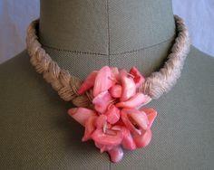 Collar lino natural trenza y nacar rosa de espurna88 por DaWanda.com