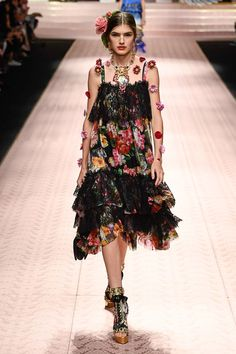 Dolce & Gabbana Spring 2019 Ready-to-Wear Collection - Vogue Haute Couture Style, Couture Mode, Couture Fashion, Runway Fashion, Dolly Fashion, High Fashion, Fashion Show, Fashion Art, Womens Fashion