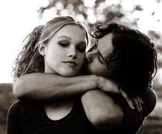 """Julia Stiles and Heath Ledger portray the characters of Kat Stratford and Patrick Verona respectively in the movie """"10 Things I Hate About You""""."""