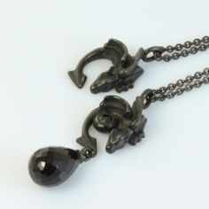 Black dragon necklace. The Dragonling necklace also comes in black - both solo for 700 kr and with a set onyx and a drop of spinel for 1850 kr.