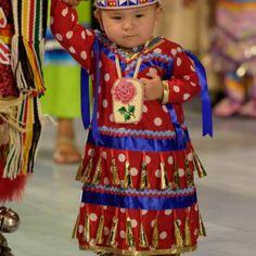 to Make a Jingle Dress How to Make a Jingle Dress - - Native American Pow Wows Native American Children, Native American Clothing, Native American Regalia, Native American Fashion, Little Girl Dresses, Nice Dresses, Jingle Dress Dancer, Anarkali, Lehenga