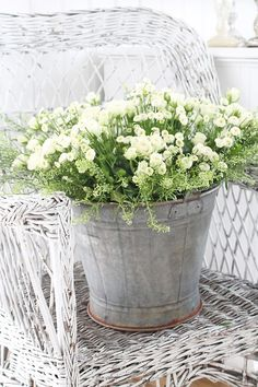 Are you struggling to come up with ideas for your container gardening? Discover here 24 Amazing Container Gardening Planting Designs. Rustic Gardens, White Gardens, Outdoor Gardens, Love Flowers, White Flowers, Beautiful Flowers, Simply Beautiful, Container Plants, Container Gardening