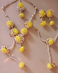 Fulfill a Wedding Tradition with Estate Bridal Jewelry Diy Jewelry Necklace, Cute Jewelry, Boho Jewelry, Jewelery, Jewelry Design, Flower Jewellery For Mehndi, Flower Jewelry, Saree Jewellery, Coffin Nails