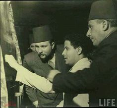 ملك مصر والسودان فاروق يتابع صناعة النسيج معرض سجاد