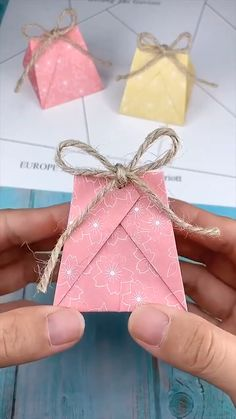 Diy Crafts Hacks, Diy Crafts For Gifts, Craft Tutorials, Origami Jewelry Box, Origami Box, Easy Paper Crafts, Diy Paper, Creative Gift Wrapping, Paper Crafts Origami