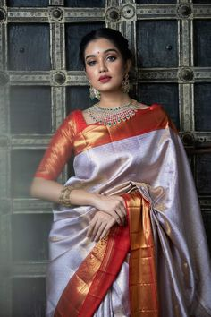 Bridal Sarees South Indian, Indian Silk Sarees, Indian Bridal Fashion, Indian Fashion Dresses, Dress Indian Style, Indian Beauty Saree, Kanjivaram Sarees Silk, Saree Blouse Neck Designs, Saree Blouse Patterns