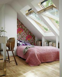 Florale Tapete Unter Der Schräge Kinderzimmer, Schlafzimmer Dachschräge,  Dachgeschoss Schlafzimmer, Dachgeschosse, Dachstuhl