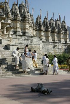 Jain Temple, Ranakpur.  Mumbai, INDIA. (via Flickr.)