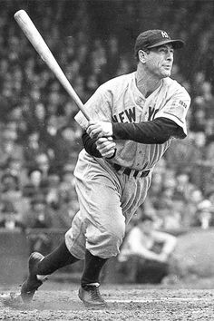 LOU GEHRIG,AT BAT IN THIS CLASSIC PHOTO ,this is a little slice of baseball history wow! this is a great photo for any baseball fan ! ,It would look great on any sport collectors wall ! check out quality of photo nice! Baseball Tips, Baseball Pictures, Sports Baseball, Baseball Cards, Baseball Helmet, Baseball Field, Japan Baseball, Easton Baseball, Baseball Savings