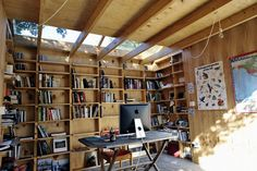 Garden office Interior - Office Sian's Backyard Office Shed. Shed Office, Garage Office, Backyard Office, Backyard Studio, Garden Studio, Outdoor Office, Shed Home Office Ideas, Studio Hangar, Studio Shed