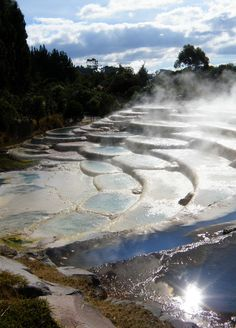 Wairakei thermal terraces in Rotorua, North Island, New Zealand (by Wairakei Thermal Terrassen in Rotorua, Nordinsel, Neuseeland (von Places To Travel, Places To See, Travel Destinations, Beautiful World, Beautiful Places, Amazing Places, Islas Cook, North Island New Zealand, Maori