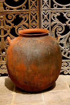 A pot in San Miguel Allende Mexico 2011 by Pam Holland Ceramic Pots, Terracotta Pots, Clay Pots, Ceramic Pottery, Pottery Art, Mexican Art, Mexican Style, Vases, Olive Jar