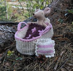 Passr til Maileg og andre kosedyr som er ca 12-14 cm. Wicker Baskets, Straw Bag, Crochet Hats, Pattern, Bags, Model, Handbags, Dime Bags, Lv Bags