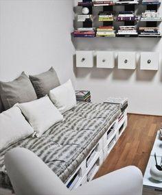 DIY canapé en palette blanc, étagère murales, idée intéressante