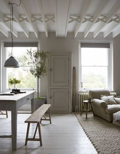such a pretty neutral interior!