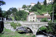 Thiers : Dans le département du Puy-de-Dôme, la petite ville de Thiers est notamment réputée pour la qualité de sa coutellerie.