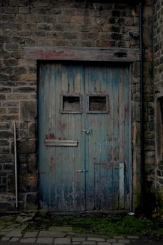 https://flic.kr/p/E4e3i5 | Blue Doors | Rustic blue doors in Otley