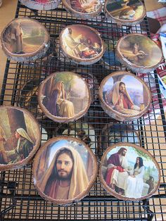 Creative Chicks: Christmas Ornaments of Christ from log slices