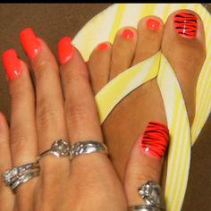 Would look better Hot Pink Pretty Toe Nails, Cute Toe Nails, Cute Toes, Pretty Toes, Fun Nails, Cute Pedicures, Pedicure Nails, Pedicure Summer, Toenails